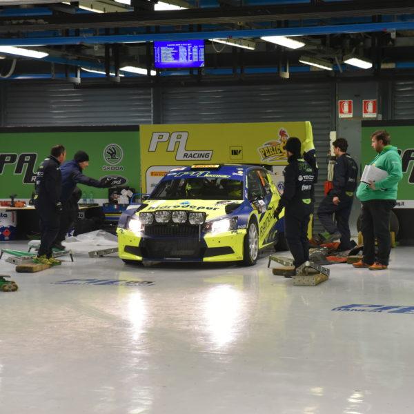 Rallye Auto in Garage