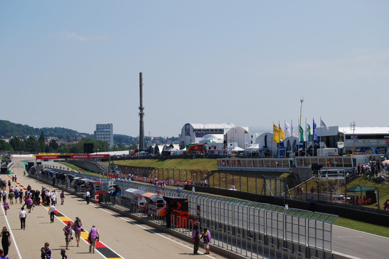 Boxengasse am Sachsenring