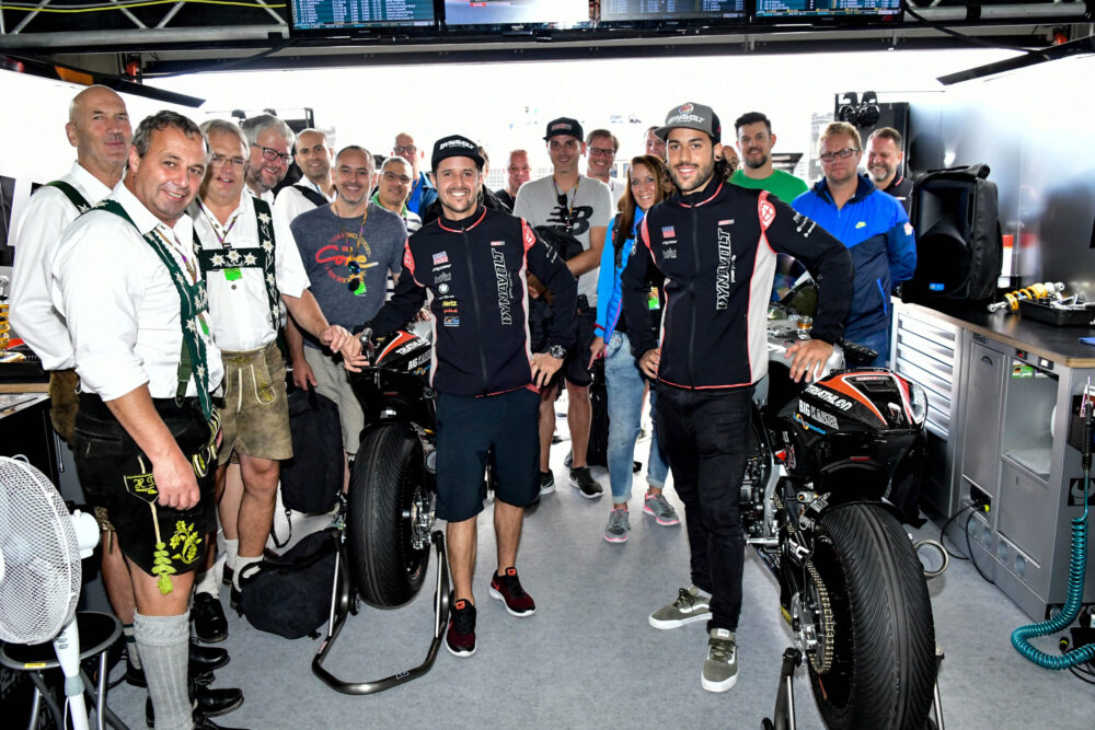 Gruppenfoto in Garage