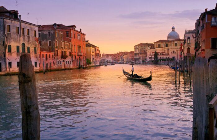 Eine Gondel in Venedig auf dem Canal Grande